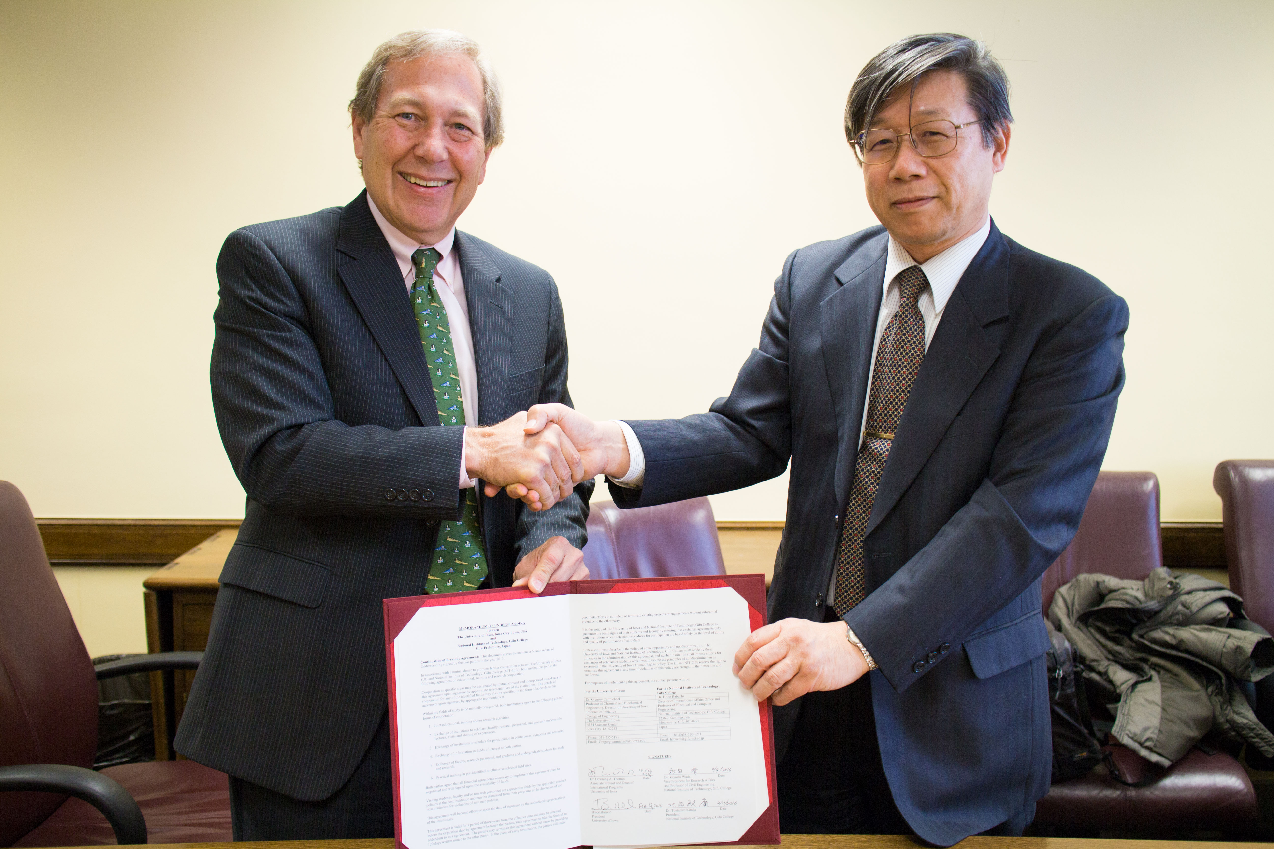 Photo from MOU signing on February 17, 2016_President Harreld and President Kitada.jpg